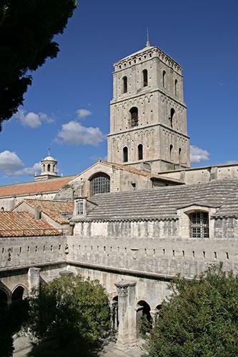 St. Trophime - Blick über Kreuzgang