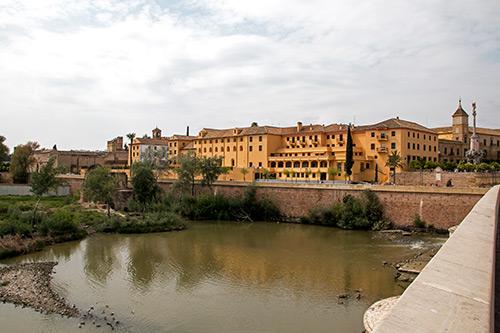 Blick von Brücke Richtung Alcazar