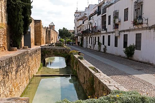 Kanal unterhalb der Stadtmauer