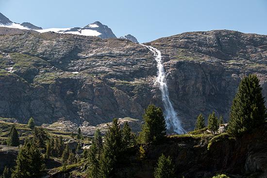 Wasserfall oberhalb der Staumauer
