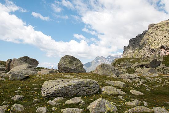 Felschaos oberhalb des Sees
