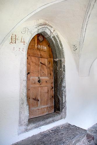 Eingang einer alten Zelle - jetzt Hauseingang