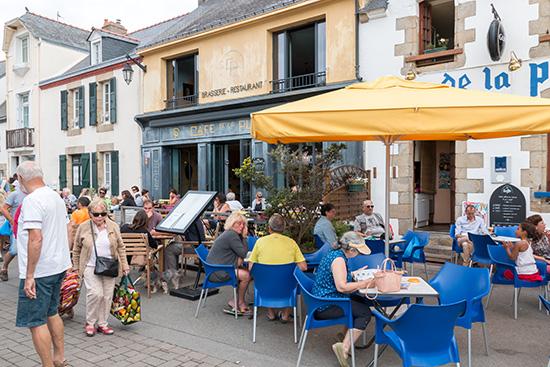 Café, Bièrre, Vin: Gehört einfach zum Markttag