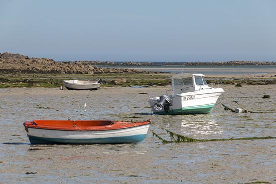 Die Boote liegen auf Land
