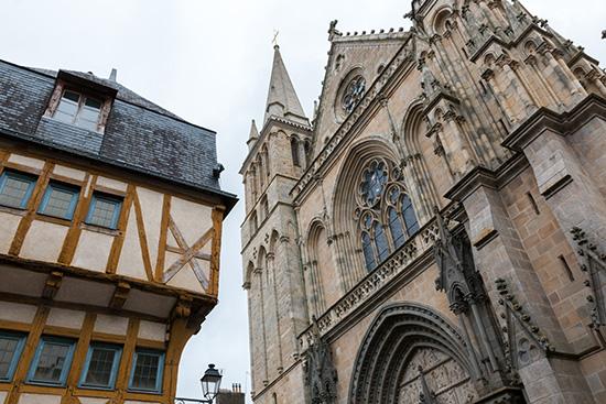 Im Scahhetn der Kathedrale